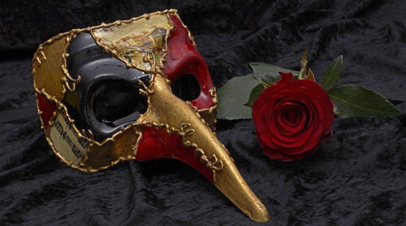 Červená a zlatá