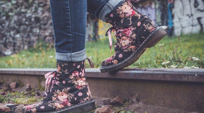 kotníkové šněrovací boty