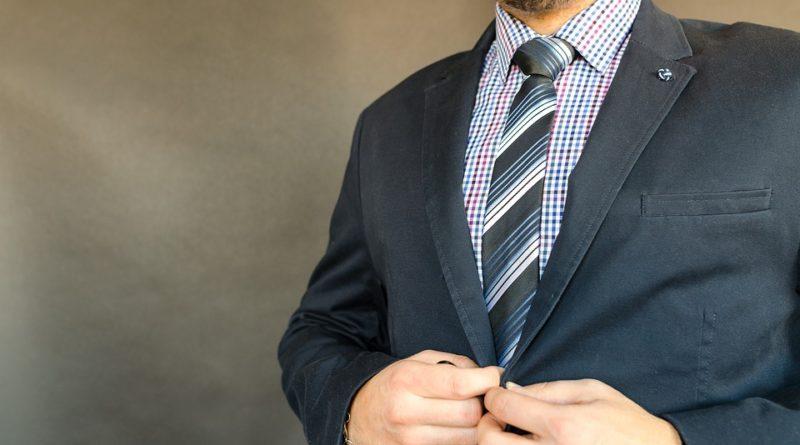 Moderní obleky pro muže. Černá už je dávno out