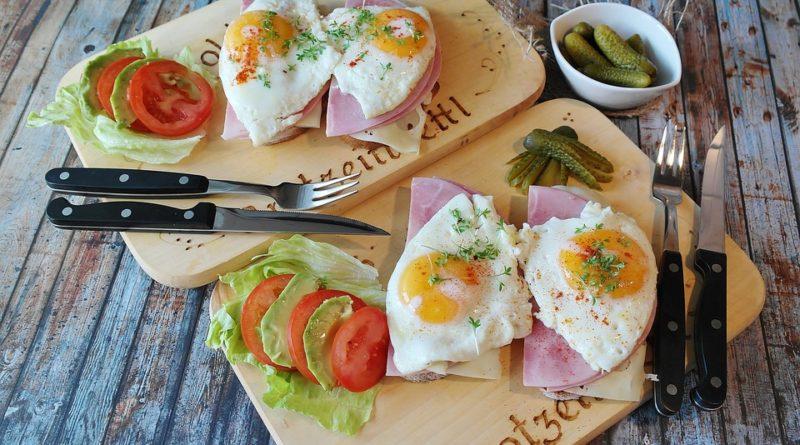 Proč musí každé jídlo dne obsahovat pořádnou porci proteinů?